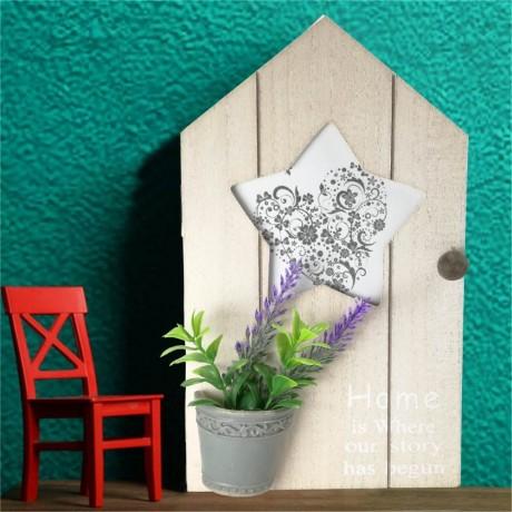 Малка дървена кутия за ключове къщичка с цвете