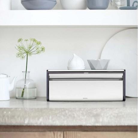 Блестящ инокс кутия за хляб Brabantia с падащ преден капак