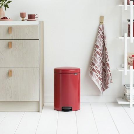 20 л. страстно червен кош за боклук с педал Brabantia NewIcon