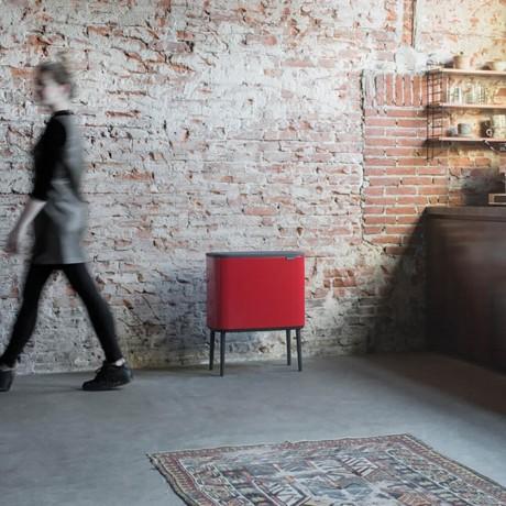 36 л. страстно червен кош Brabantia серия Bo Touch