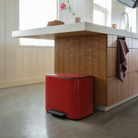 36 л. страстно червен кош за отпадъци Brabantia серия Bo Pedal