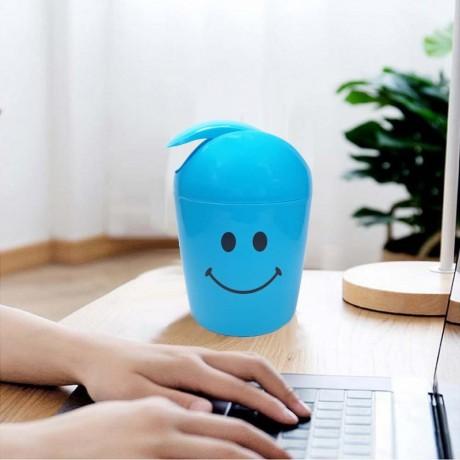1, 2 л. малко синьо кошче с усмивка за плот или маса