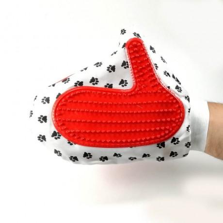 Ръкавица за почистване козината на котки и кучета