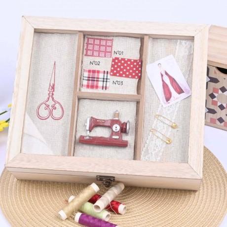 Красива дървена кутия за шивашки аксесоари с мотив