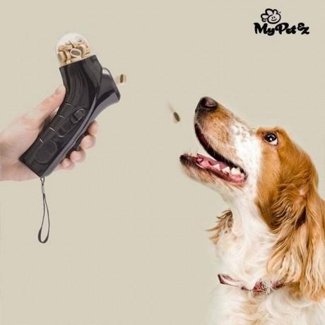 Уред за дистанционно хранене на кучета